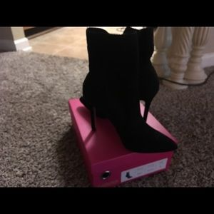 Black boots size 8